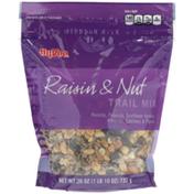 Hy-Vee Raisin & Nut Raisins, Peanuts, Sunflower Kernels, Almonds, Cashews & Pepitas Trail Mix