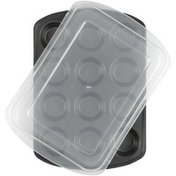 Wilton Perfect Results Premium Non-Stick Bakeware Muffin Pan with Cover, 12-Cup